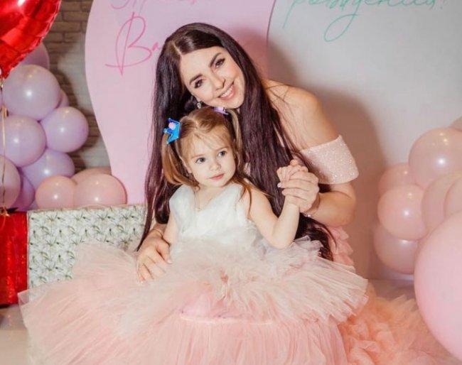 Ольга Рапунцель довольная тем, как прошел День рождения её дочери Василисы