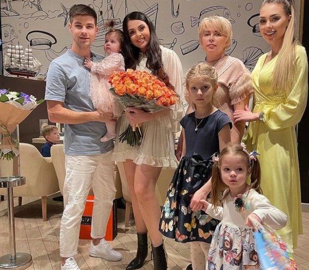 Оля Рапунцель выложила фотографии с дня рождения Василисы