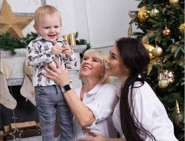 Оля Рапунцель намекает на несправедливое отношение к ней матери