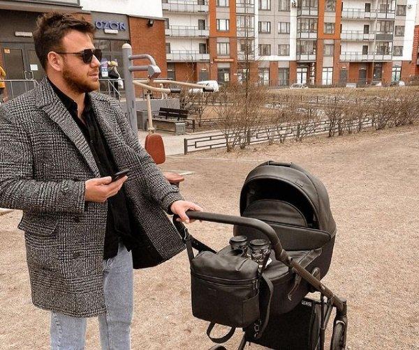 Супруги Блюменкранц отметили первый официальный документ сына