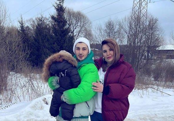 Пользователи осуждают Оганесянов за пренебрежение к ребенку