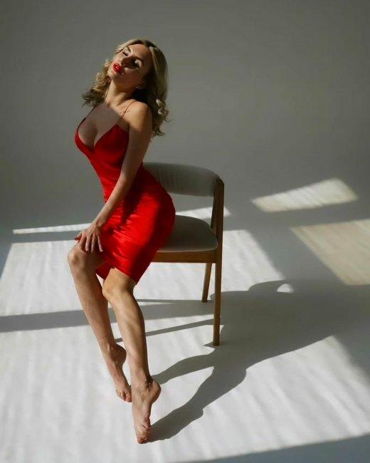 Страстная фотоссесия экс-участницы «Дом 2» Розалии Райсон