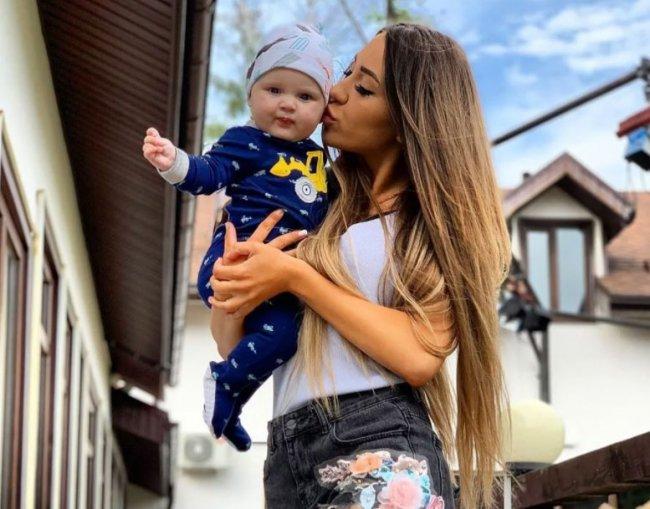 Алена Савкина должна не замуж стремиться, а что бы её сын человеком вырос