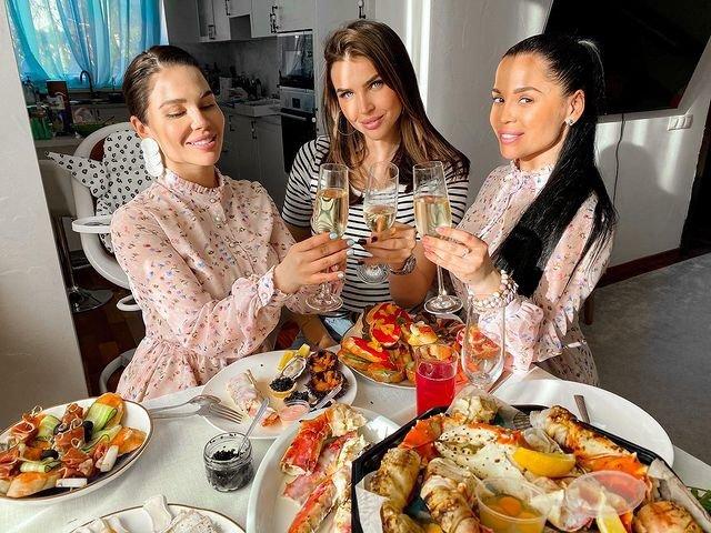 Сестры Колисниченко отметили День рождения по-домашнему