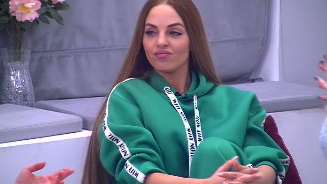 Внутреннюю злобу Юлии Ефременковой не могут скрыть даже косметические ухищрения