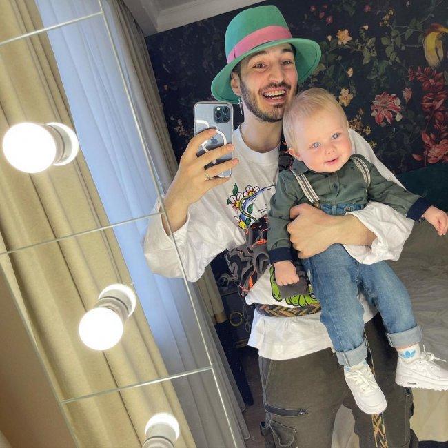 Молодой отец Иосиф Оганесян с сыном Стефаном