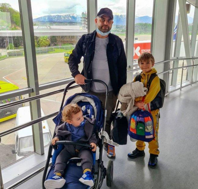 Семья Гажиенко не смогла улететь в Турции, поэтому отправились отдыхать в Сочи