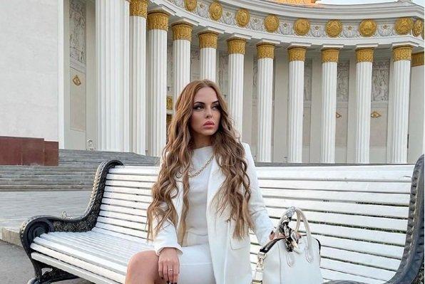 Юля Ефременкова обижена на подставившего ее Алексея Адеева