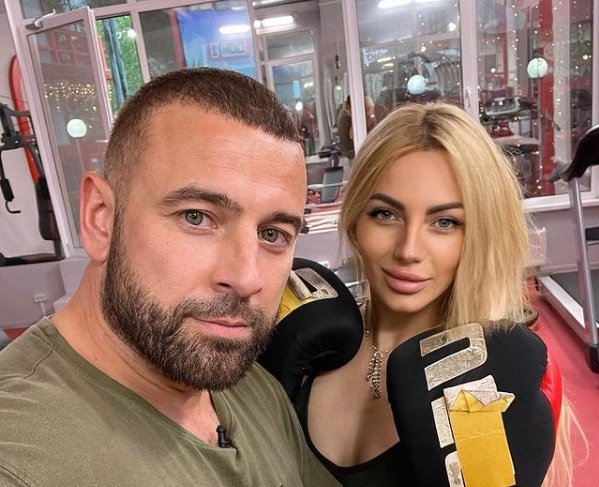 Алексей Адеев и Анна Брянская устроили потасовку