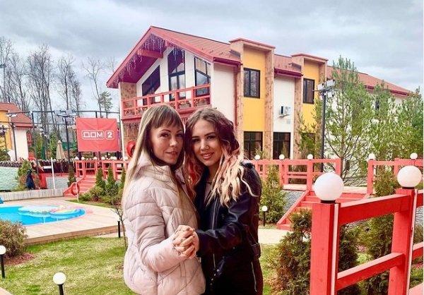 Настя и Наталья Роинашвили выясняют отношения между собой