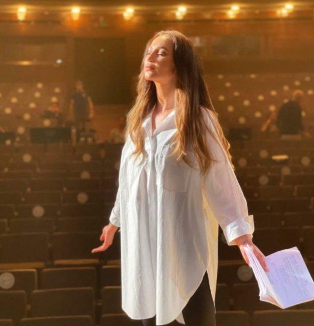 Ольга Бузова стала актрисой в самом популярном театре России