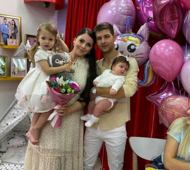 Ольга и Дмитрий Дмитренко пользуются беспомощностью своих детей, пока они управляемые