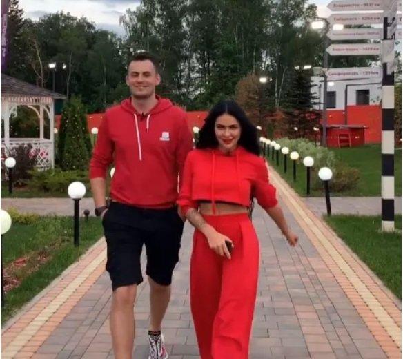 У Сергея Лазарева и Лили Емельяновой отлично развиваются отношения