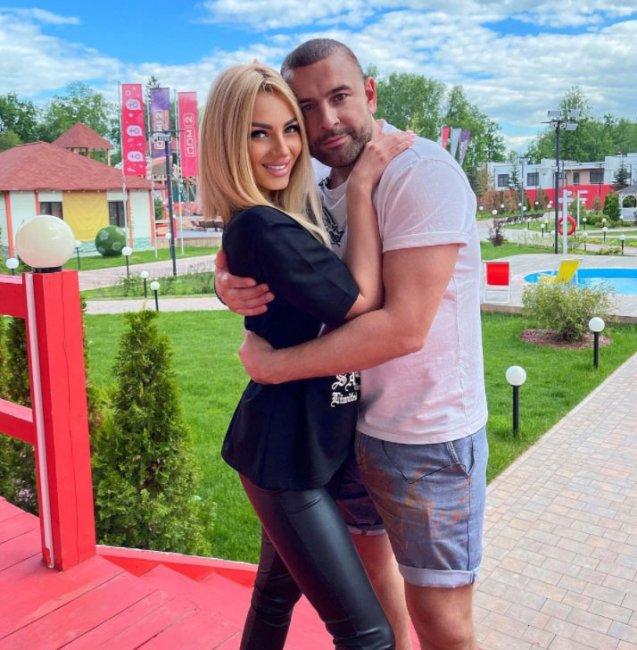 Анна Брянская сказала, что долго без мужика не может, вот эта слабость ее и испортила